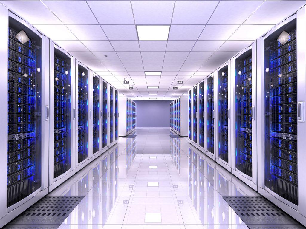 سرور ها در مراکزی به نام DATA CENTER نگهداری می شوند.